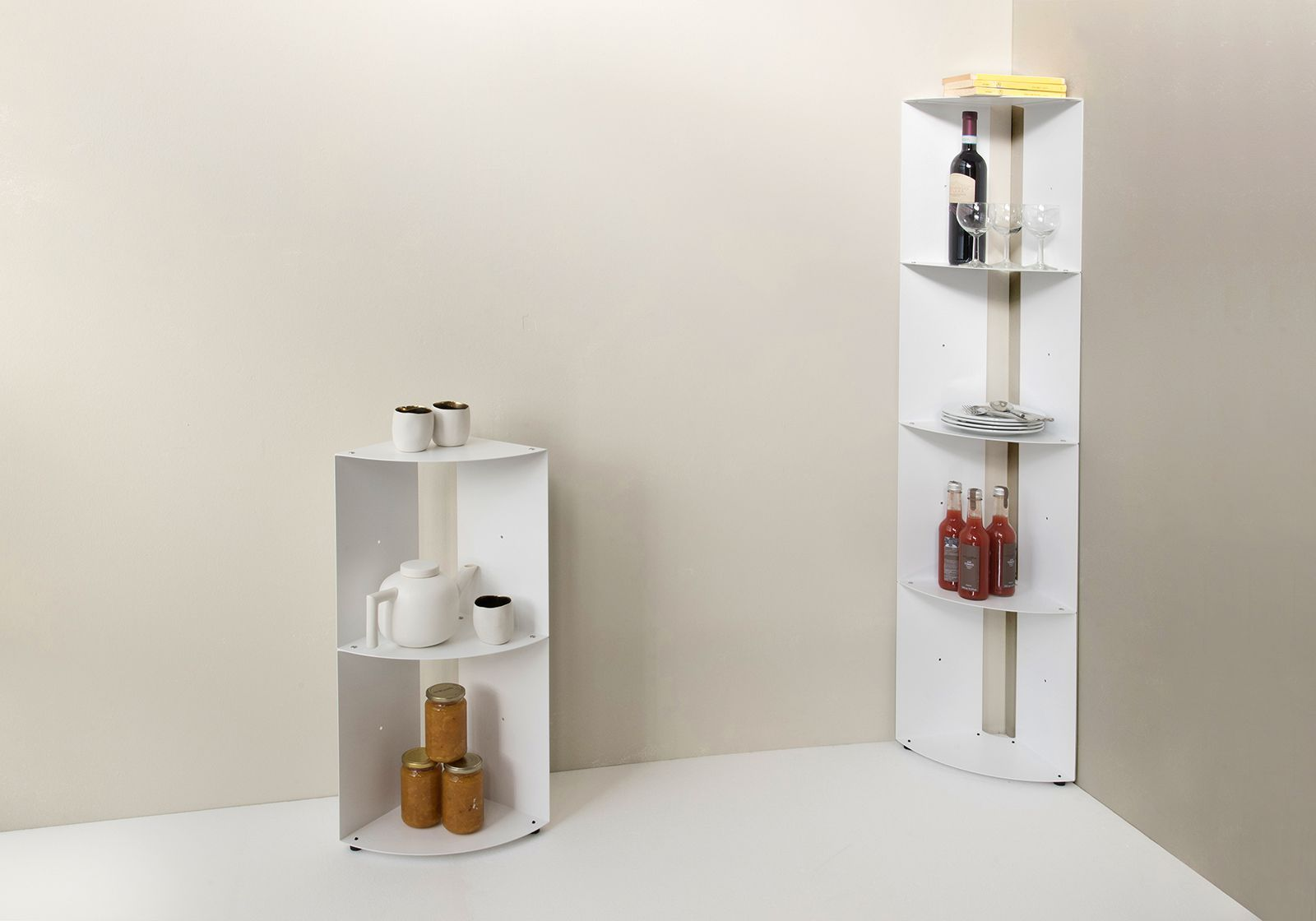 tag re d 39 angle de cuisine dangolo en m tal 25x25x70cm. Black Bedroom Furniture Sets. Home Design Ideas